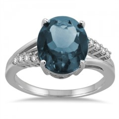 Oval Shaped Aquamarine and Diamond Ring in 10K Gold